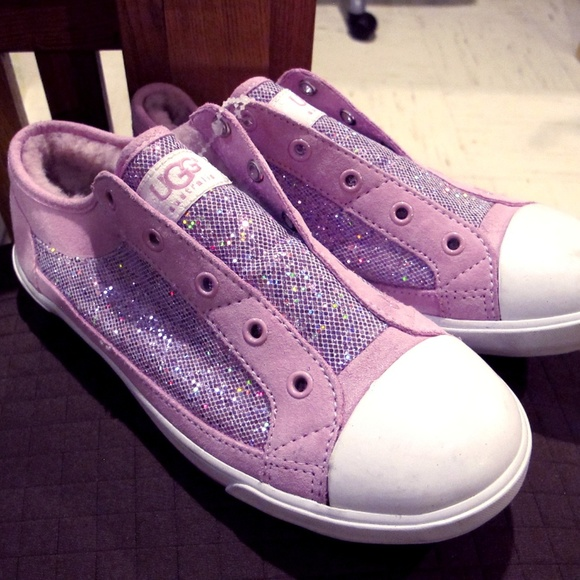 5209cc13cd2 Girls Ugg Laela size 4 pink sparkle sneakers